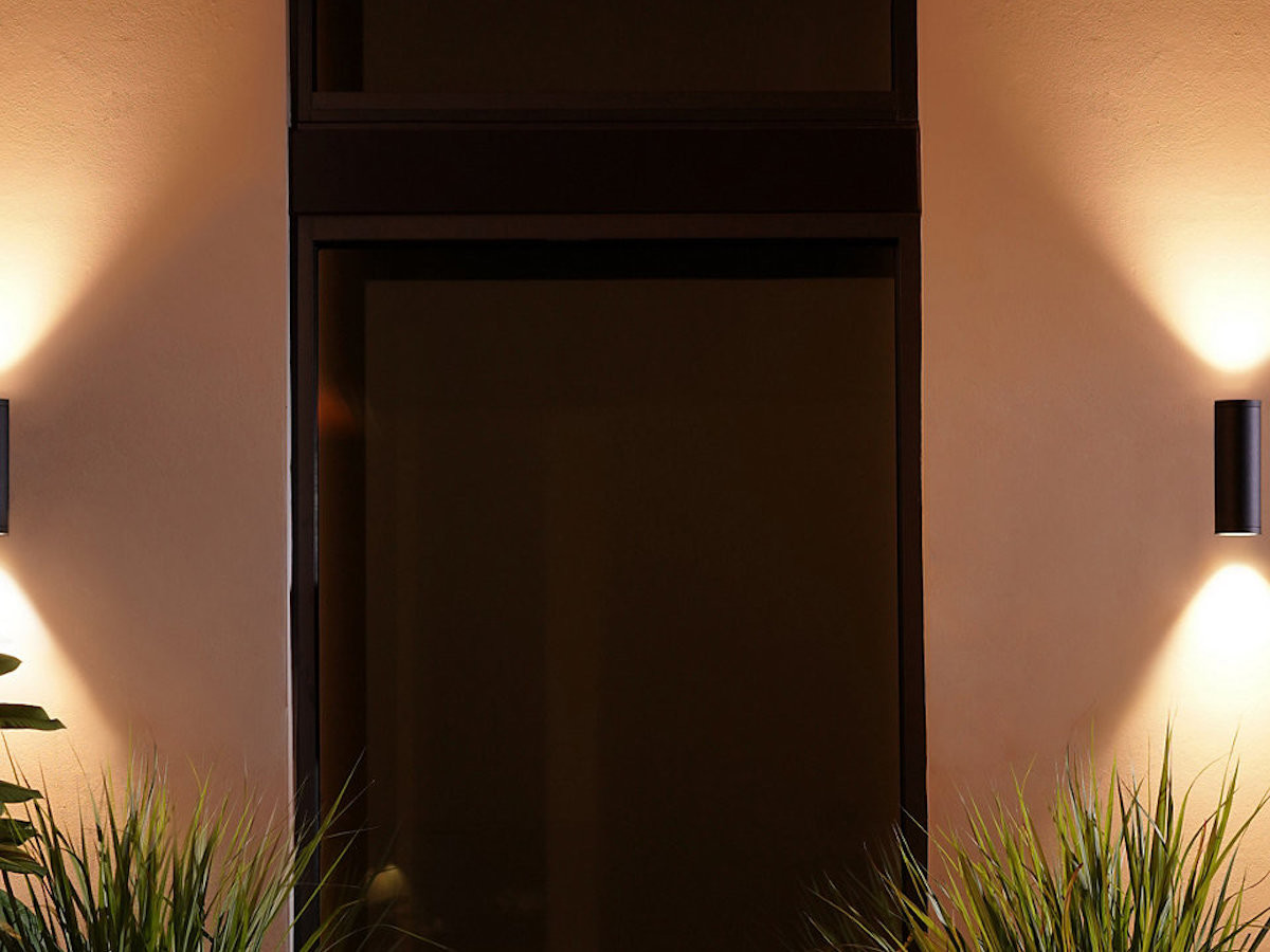 Philips Hue Appear Outdoor Wall Light points colorful light both up and down