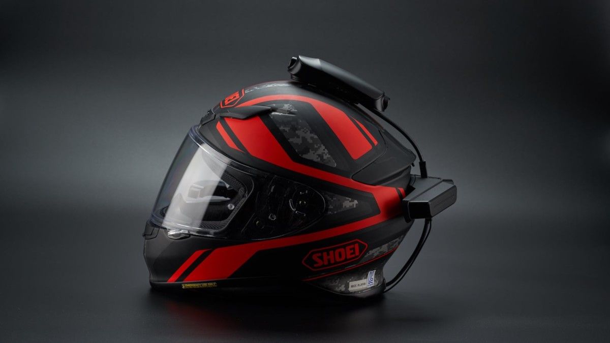 REVAN Motorcycle Helmet-Mounted Dashcam uses a HUD to expand your field of view