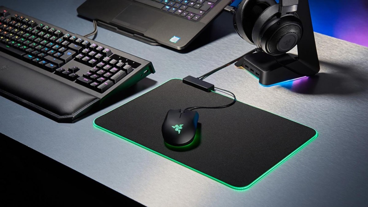 Razer Goliathus Chroma Soft Gaming Mouse Mat lights up in vivid colors