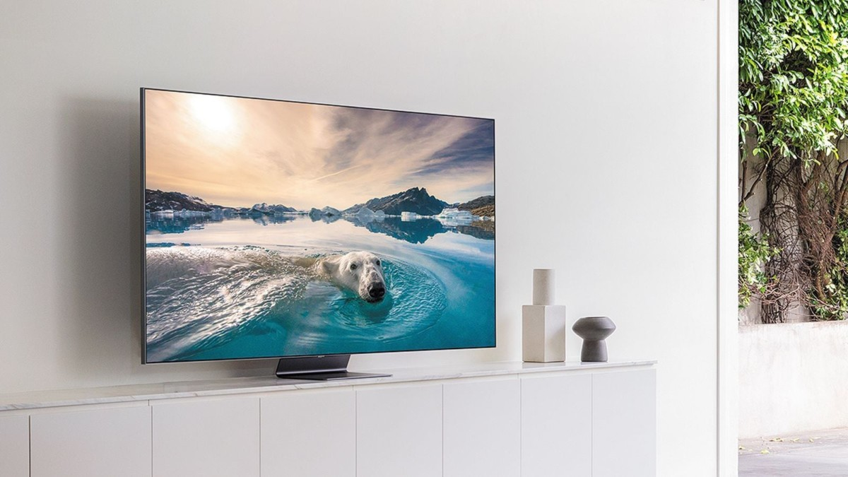 Samsung Q90T QLED Smart TV enhances vibrant color while reducing glare