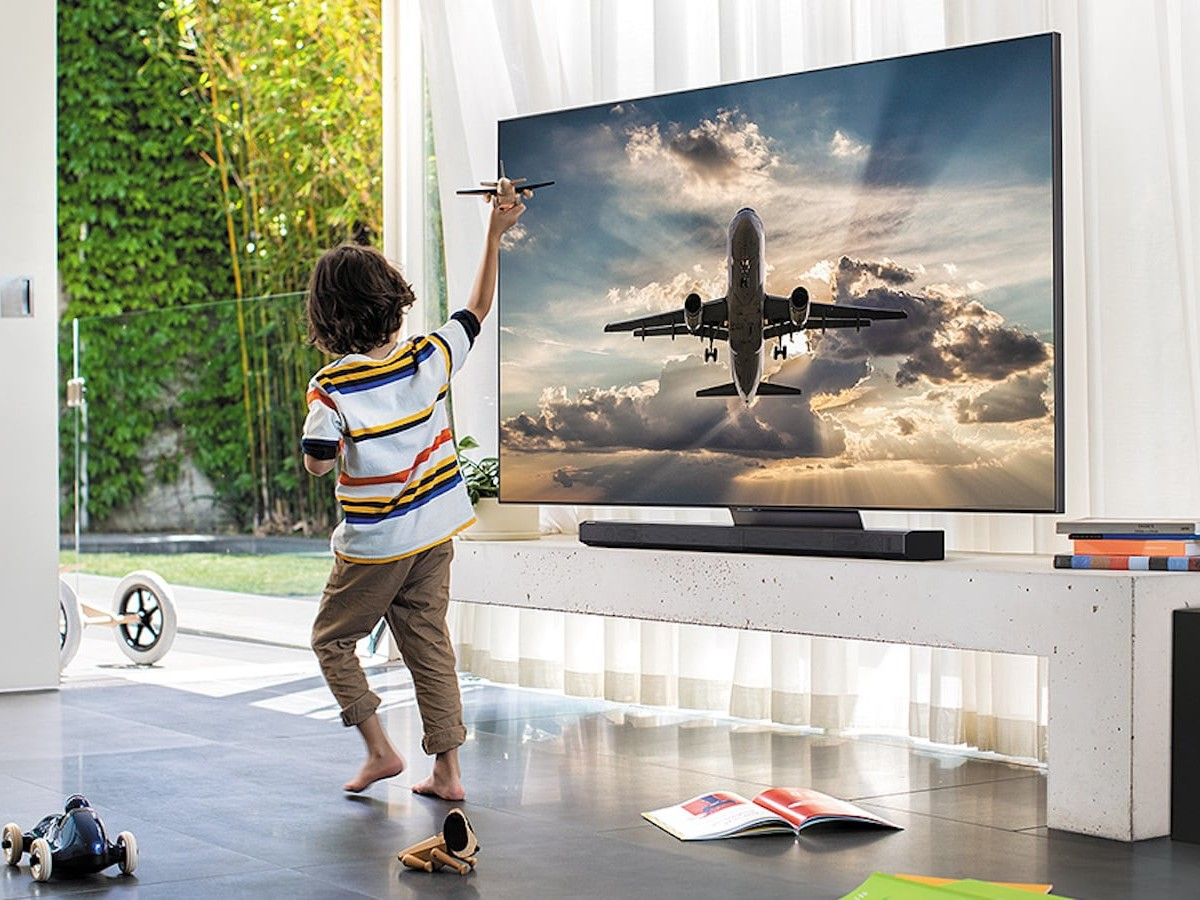 Samsung Q90T QLED Smart TV enhances vibrant color while reducing glare