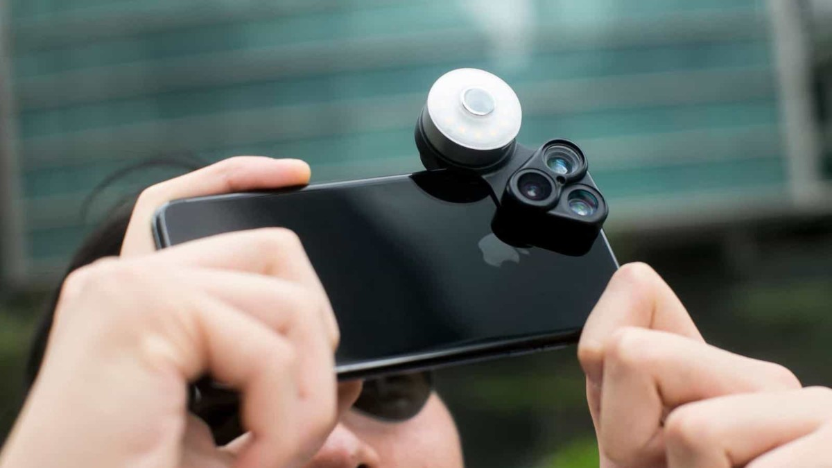 ShiftCam RevolCam 3-in-1 Smartphone Lens includes a selfie mirror