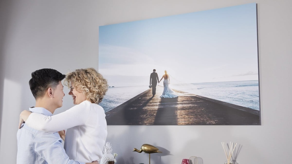 The Xpozer print and frame system offers a pretty solid photo printing and display service