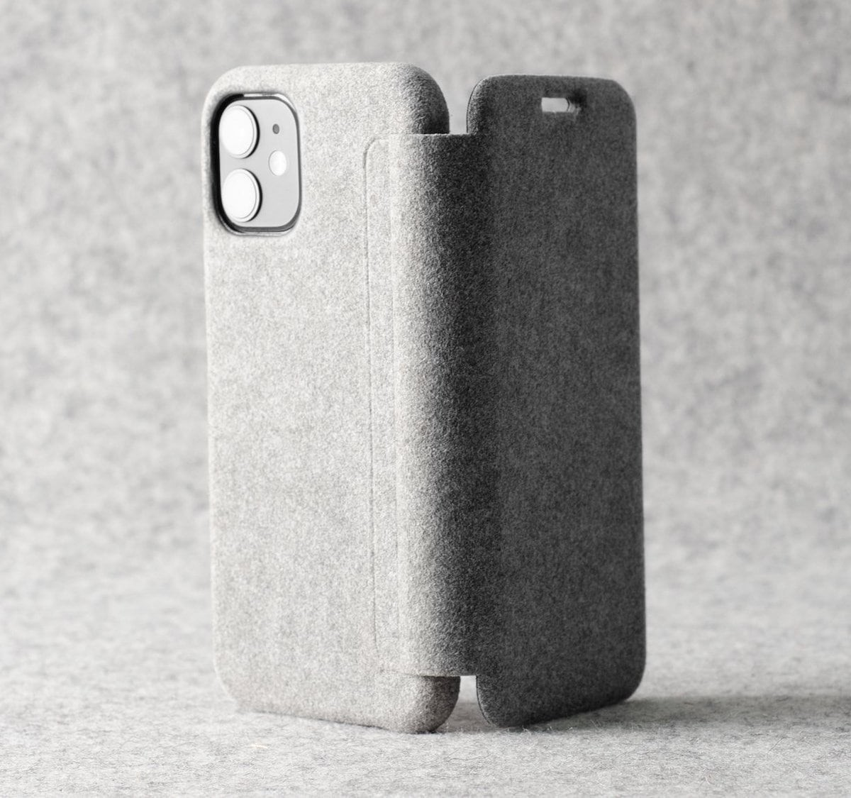 hardgraft Fuzzy iPhone Closed Case Full Smartphone Cover gives you an escape from the world