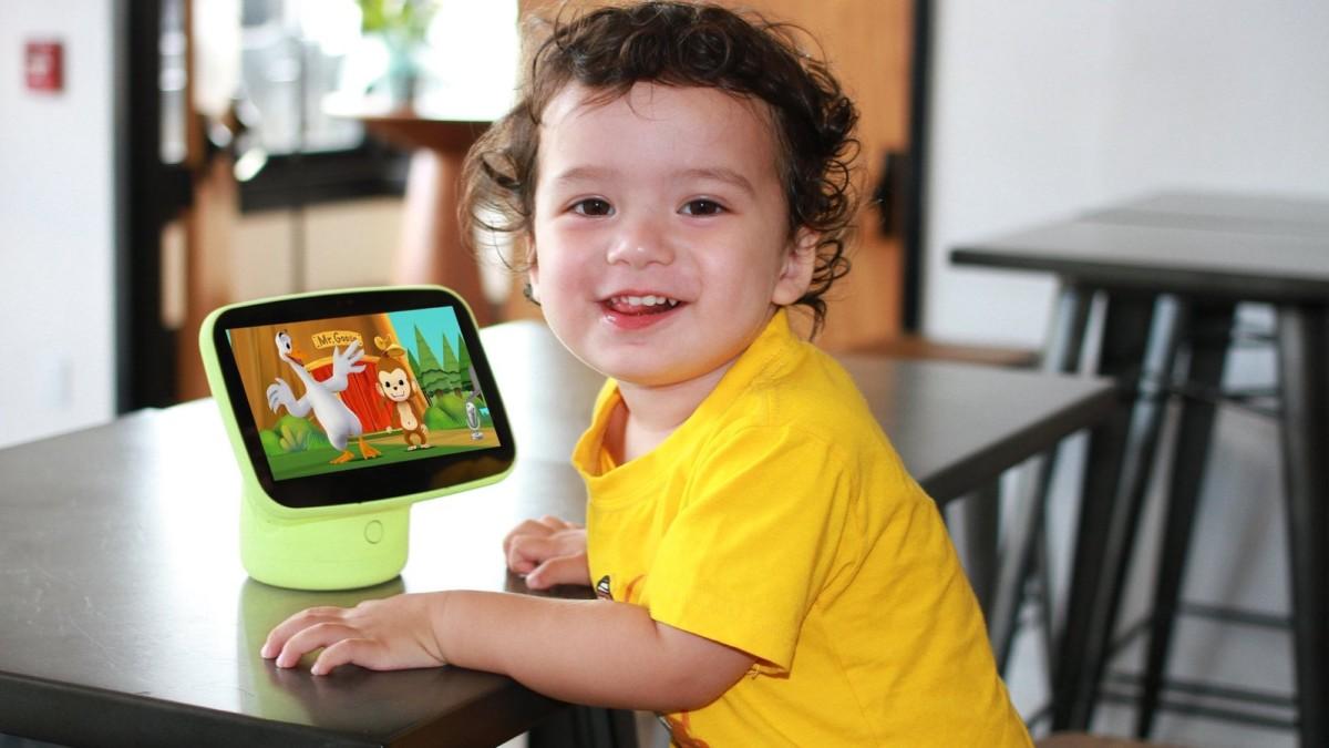 DMAI Aila Sit & Play Educational Kids Monitor includes adaptive preschool curriculum