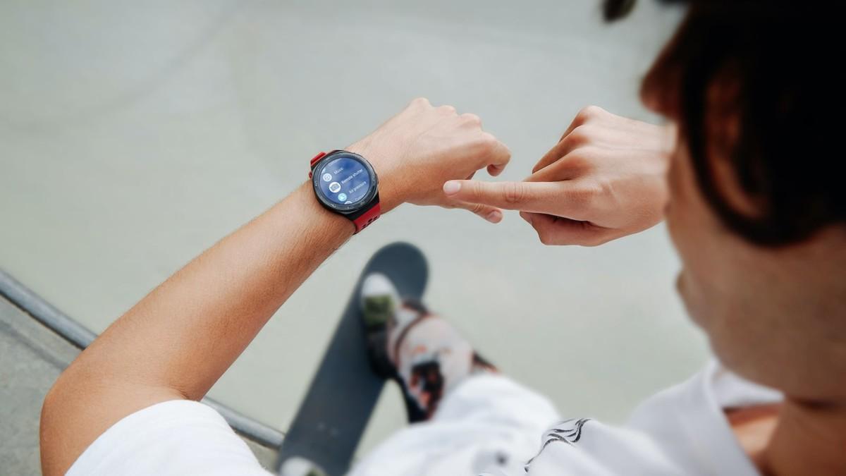 HUAWEI WATCH GT 2e Stainless Steel Smartwatch has a 2-week battery life