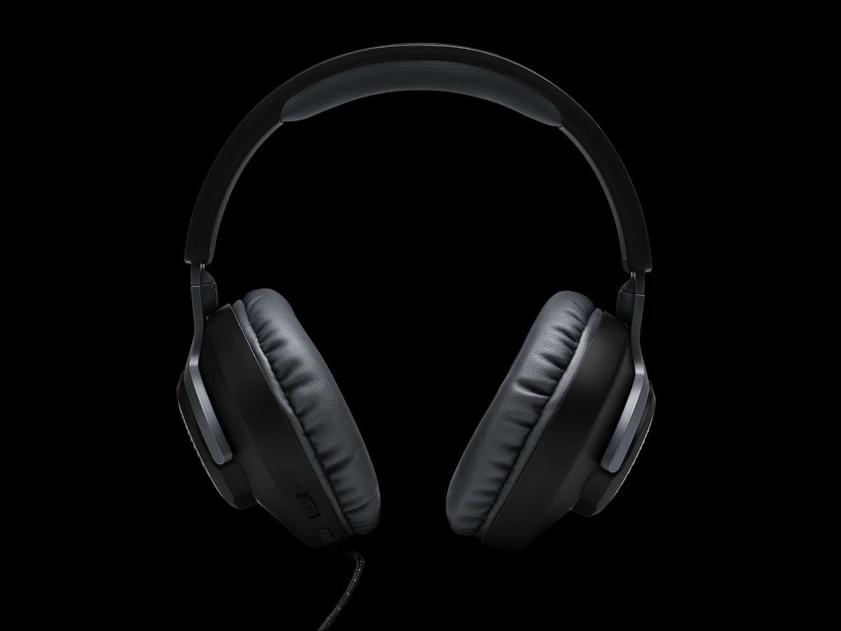 JBL Quantum 100 Wired Gaming Headset has a detachable microphone