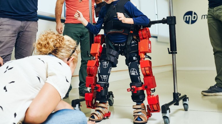 Marsi Bionics ATLAS 2030 Pediatric Exoskeleton helps children between 4 and 10 years old