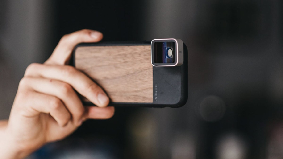 Moment Galaxy Case Smartphone Photo Cover lets you attach lenses with ease