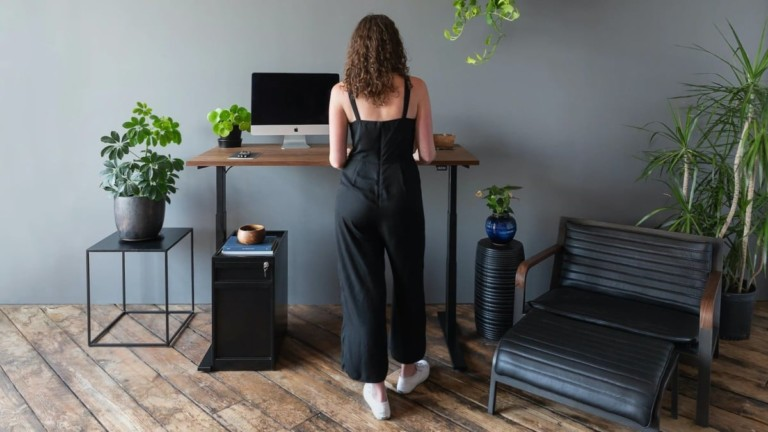 A sit/stand desk
