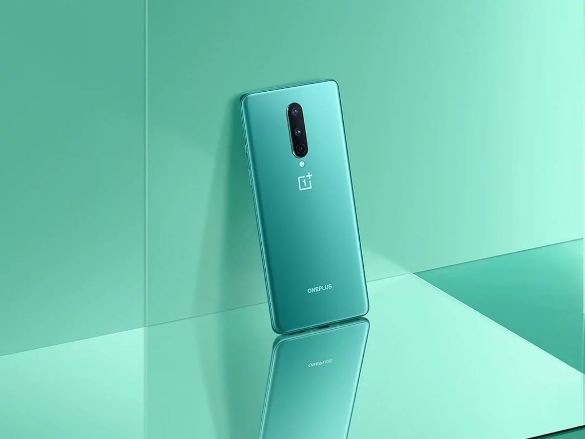 OnePlus 8 5G Smartphone offers a 90 Hz fluid display experience