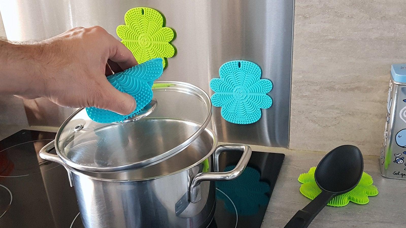 Scrubbio Multifunctional Magnetic Silicone Brush