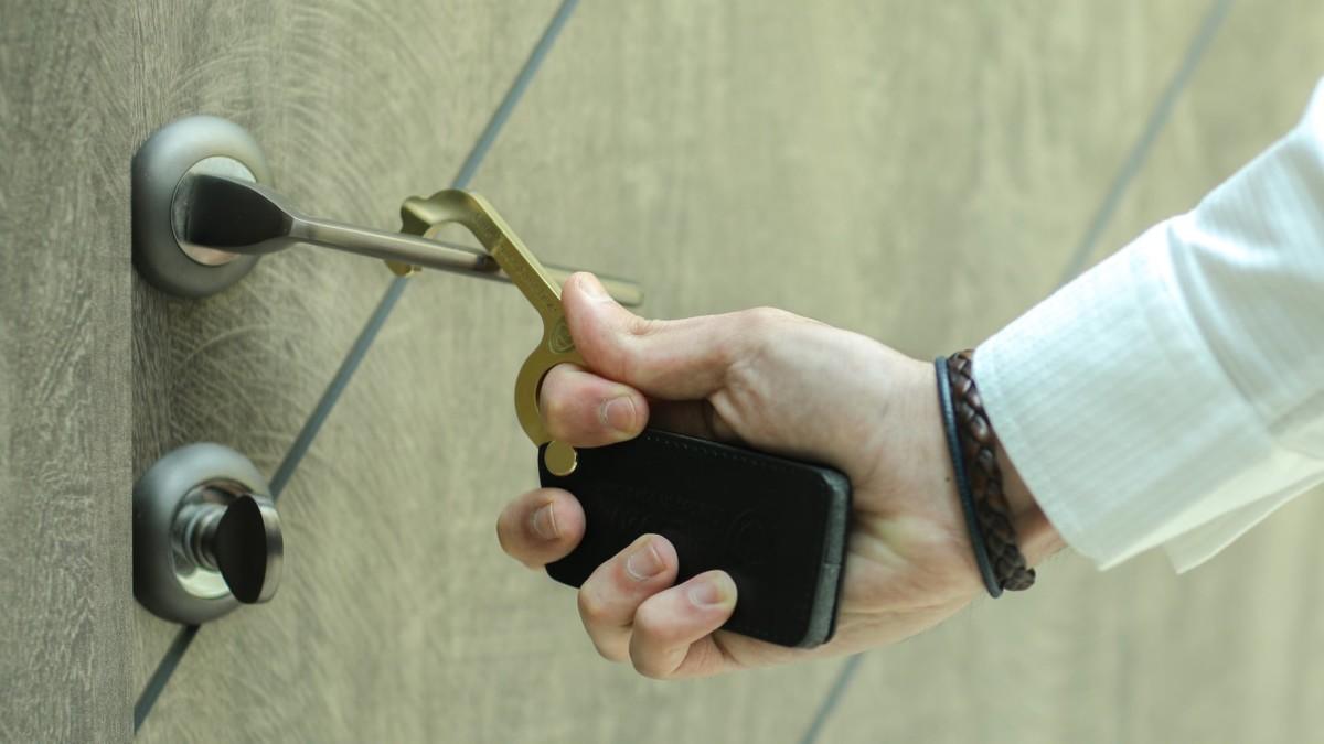 Shield20 Germ-Free Door Opener helps you avoid bacteria and viruses