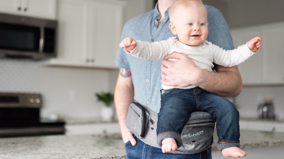 TushBaby Ergonomic Baby Carrier makes it easy to hold your child and your belongings
