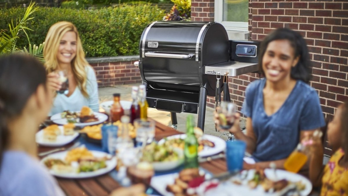 Weber SmokeFire Series Smart Pellet Grill