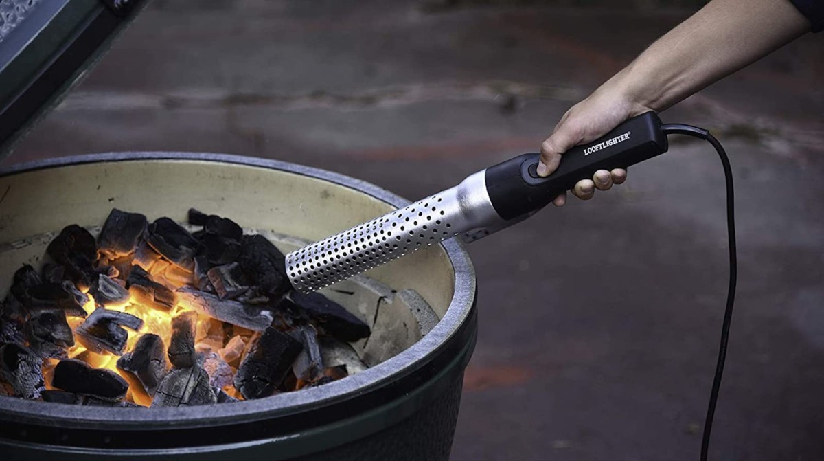 Looft Lighter Electric Fire Starter starts up a charcoal grill in just 60 seconds