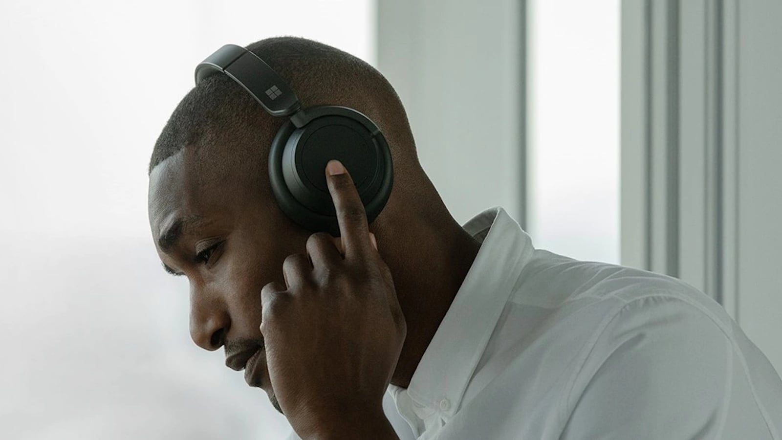 Microsoft Surface Over-Ear Headphones 2 offer 13 different levels of ambient noise control