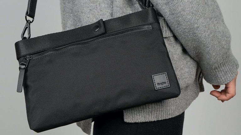 "<em class=""algolia-search-highlight"">Ring</em>ke 2-Way Bag EDC Carry Pouch holds all your essential gadgets in one spot"