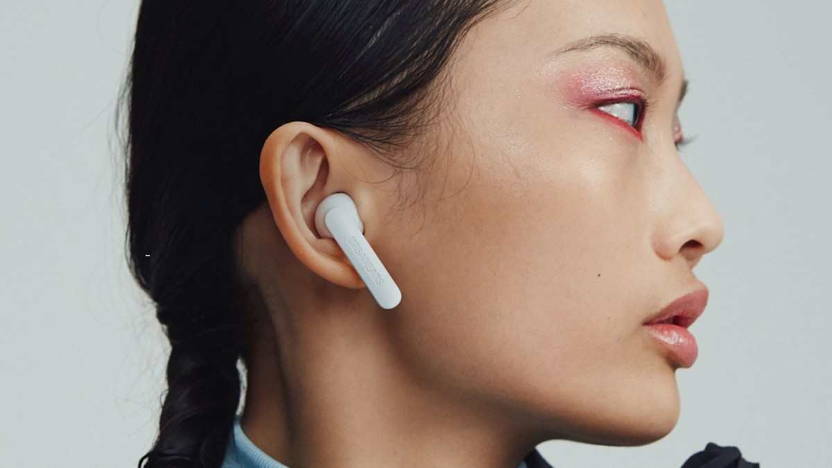 Urbanears Alby Sleek Earbuds plays music for up to 15 hours