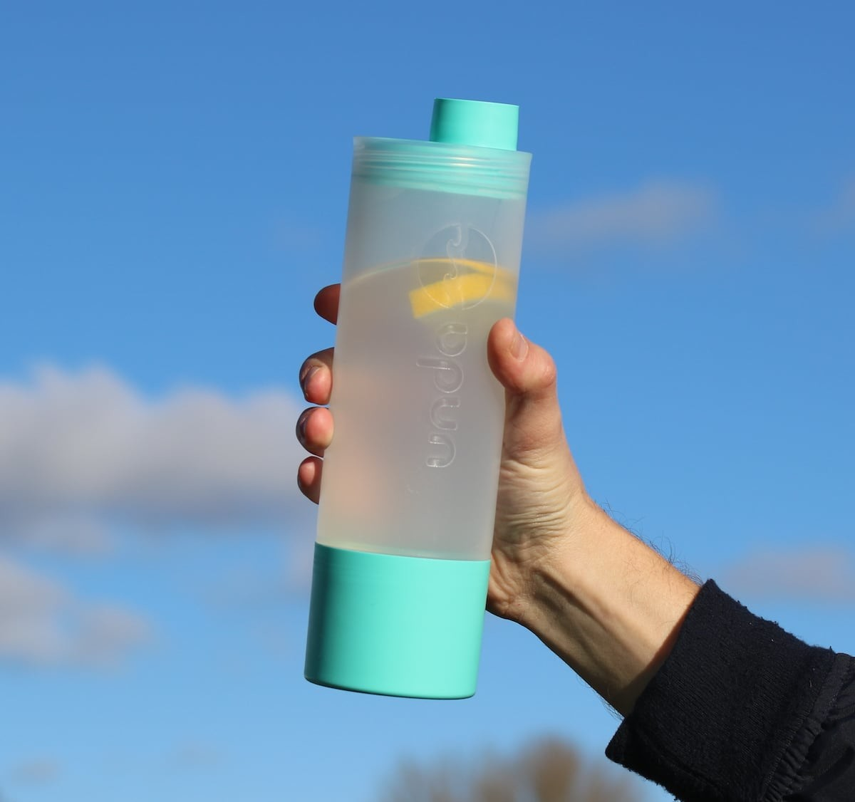 unda 3-in-1 Bottle gives you a large cup and storage compartment