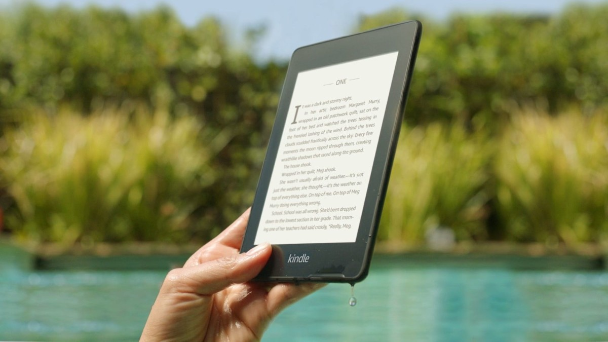 Amazon Kindle Paperwhite Waterproof eReader has a completely glare-free screen