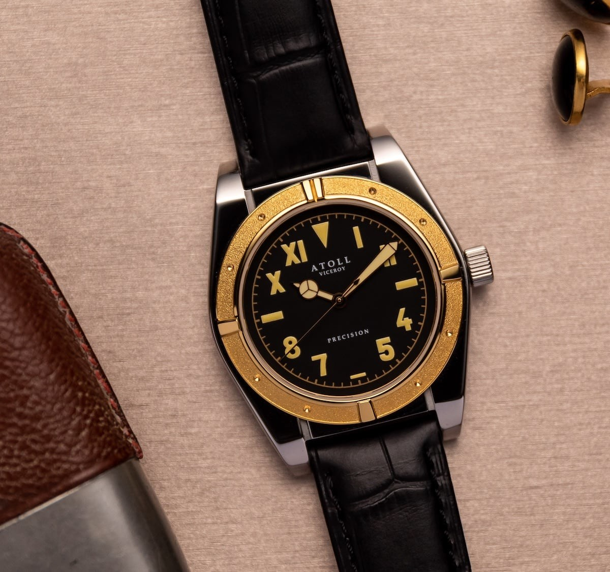 Atoll VICEROY Iconic Dress Watch is an homage to the vintage Rolex Bubbleback