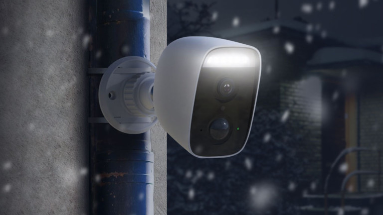 D-Link DCS-8630LH Spotlight Camera lets you monitor you house when you're out