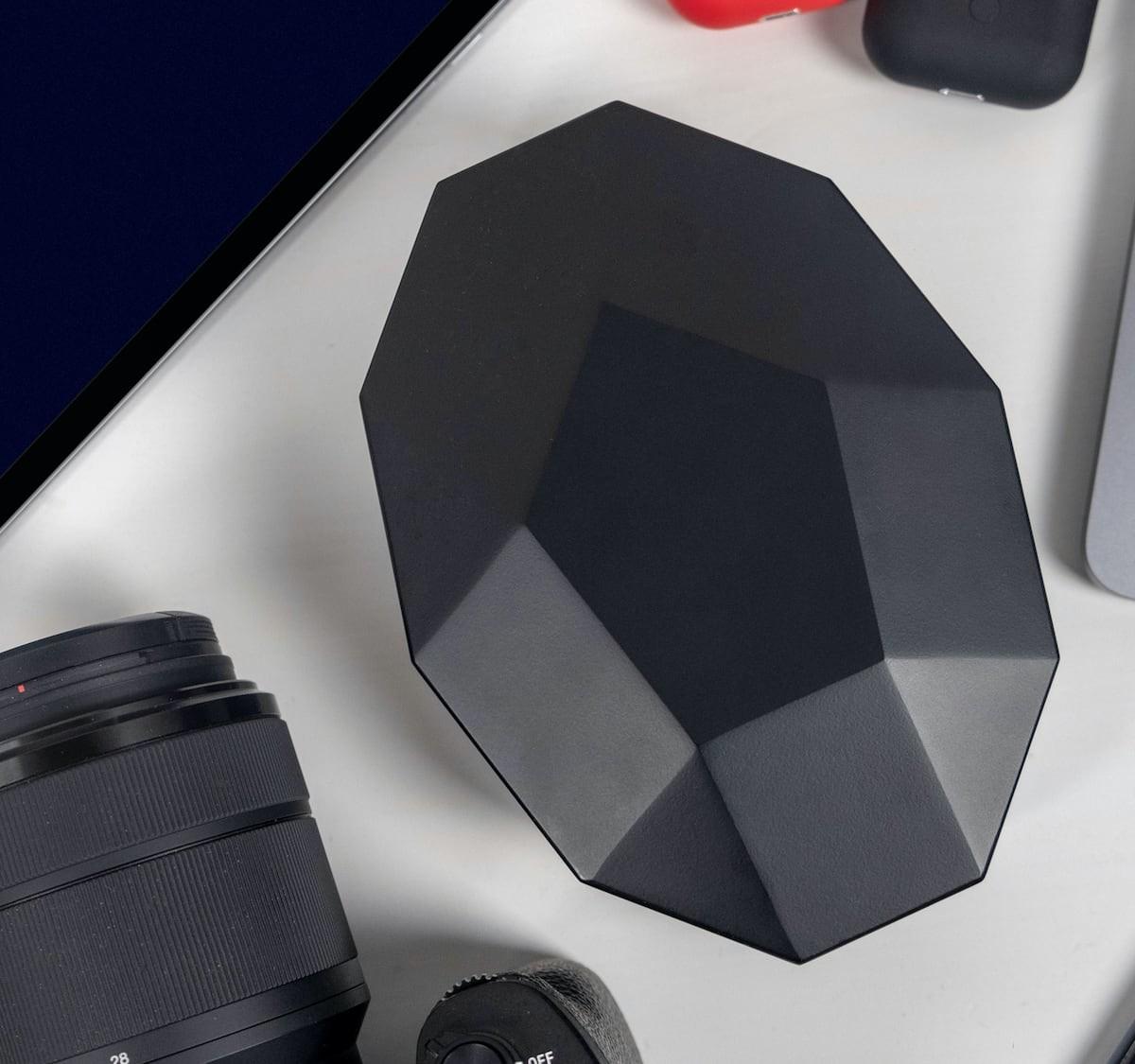 Edge Universal Power Adapter offers a reinterpreted Italian design