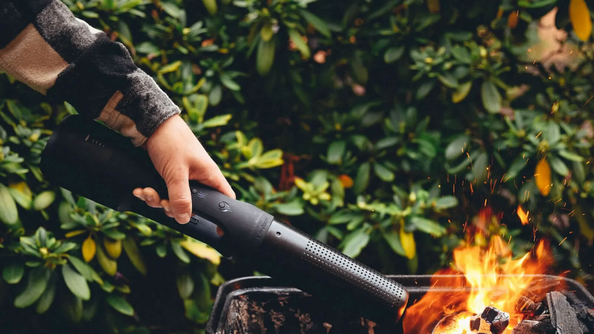 Looft Looftlighter X cordless grill wand ignites your charcoal in one minute