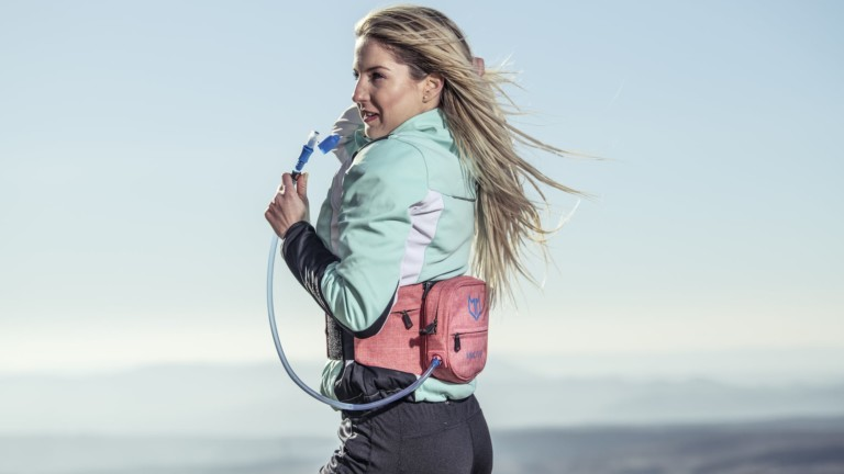 Mmuve Hydrobelt Recreation Hip Bag makes it much easier to drink water during activities