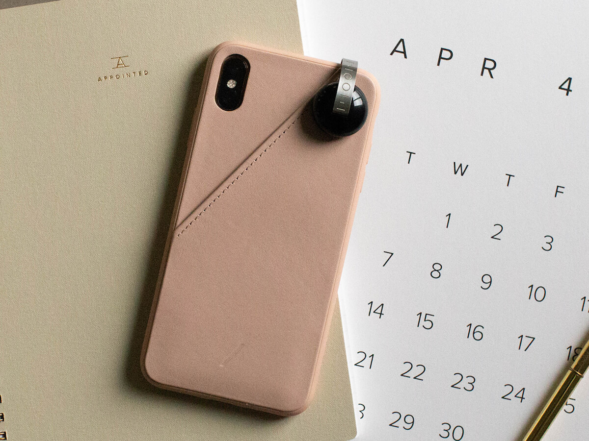 Moon UltraLight Portable Selfie Accessory lets you customize the brightness and tone