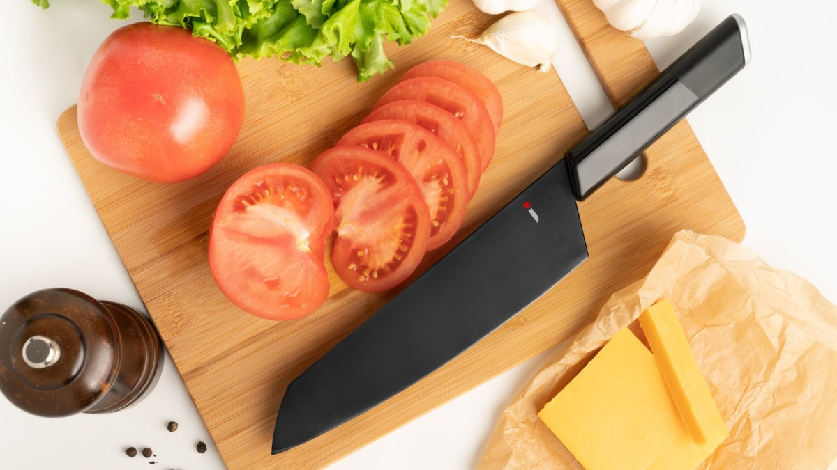 NiNJA Novel Kitchen Knife cuts with no problem at all