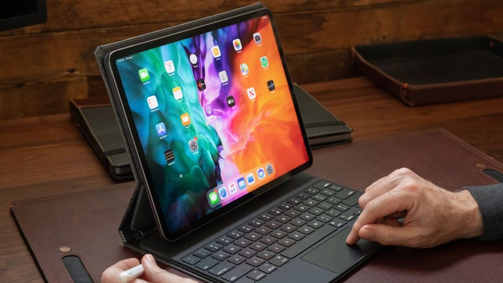 Pad & Quill Copertina Magic iPad Pro Case features a smart keyboard