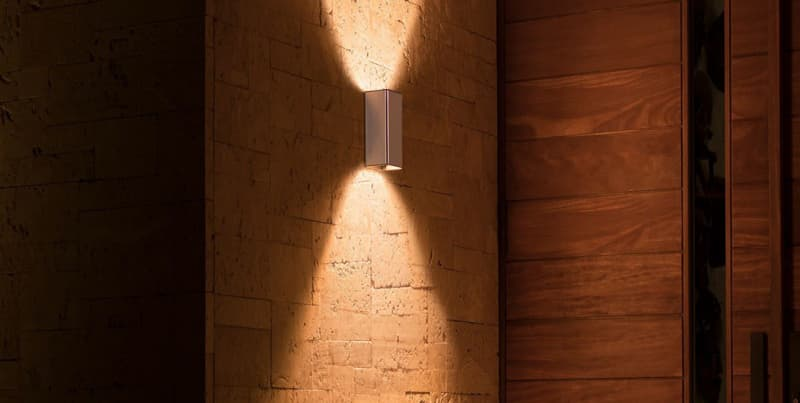 Philips Hue Resonate Sleek Outdoor Lamp