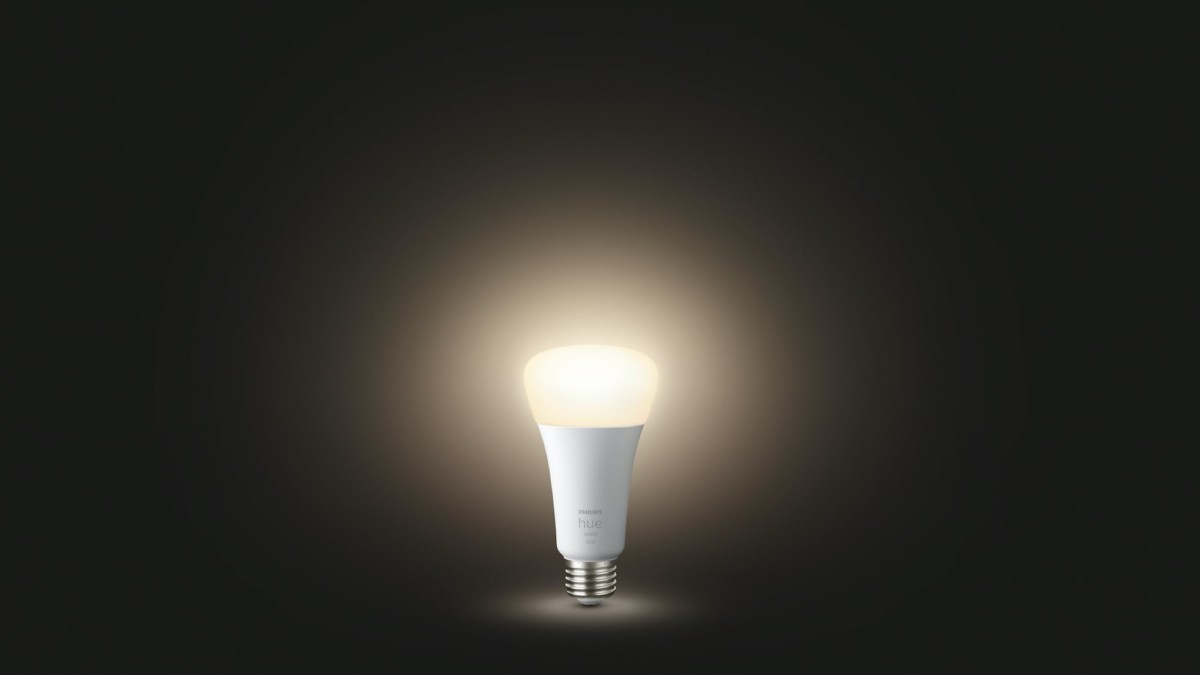 Philips Hue White A21 Smart Bulb emits up to 1600 lumens