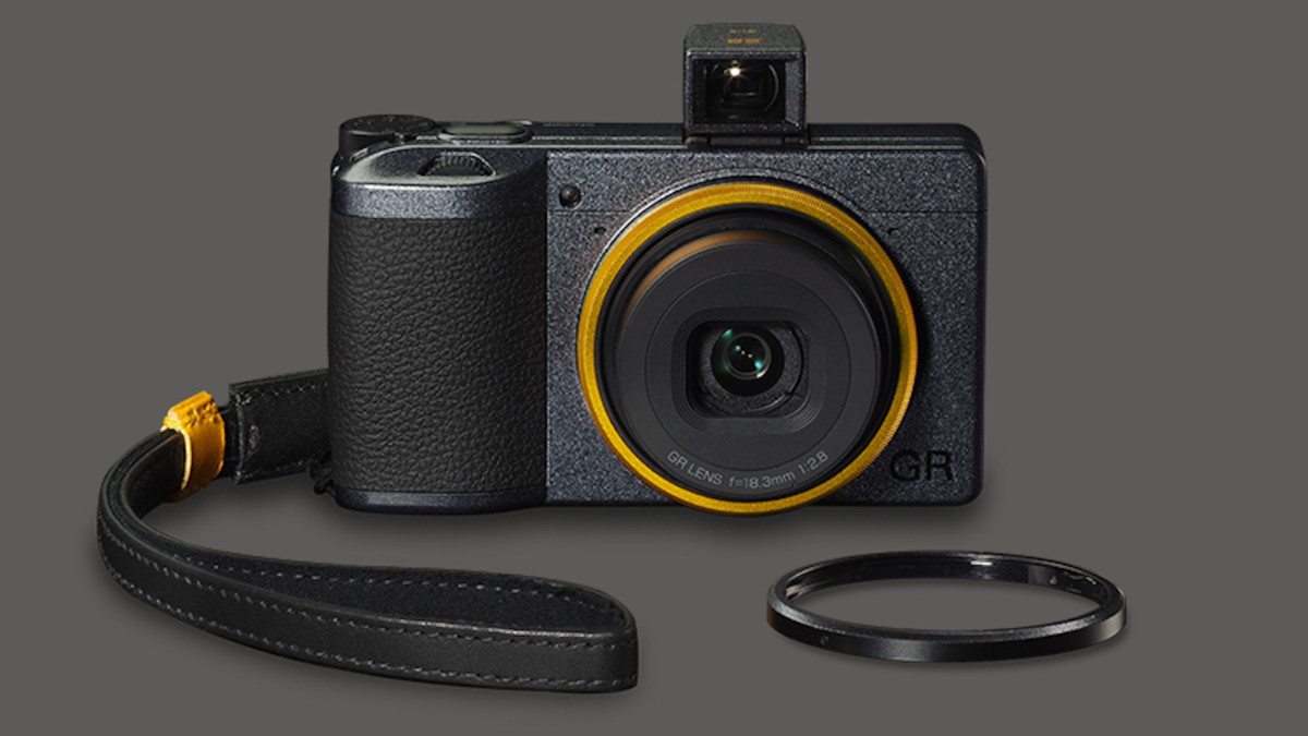 Ricoh GR III Street Edition Street Camera allows you to focus on a specified distance for shots