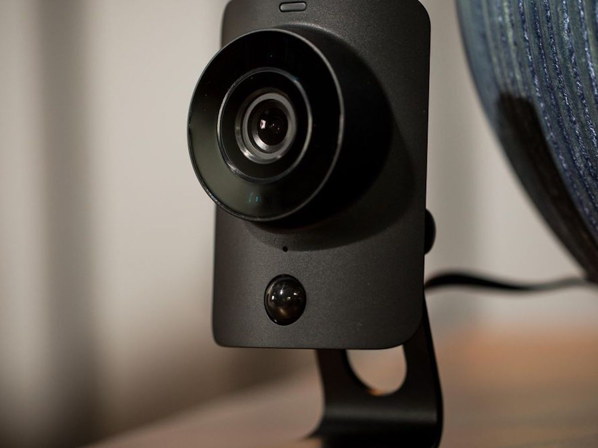 SimpliSafe SimpliCam Security Camera HD Alarm System detects heat from humans