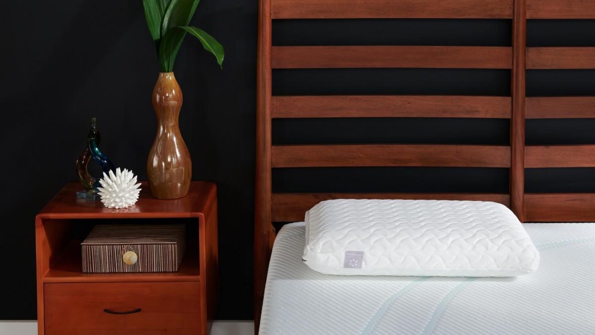 Tempur-Pedic TEMPUR-Cloud Pillow Soft Cushion compresses easily for a good night's sleep