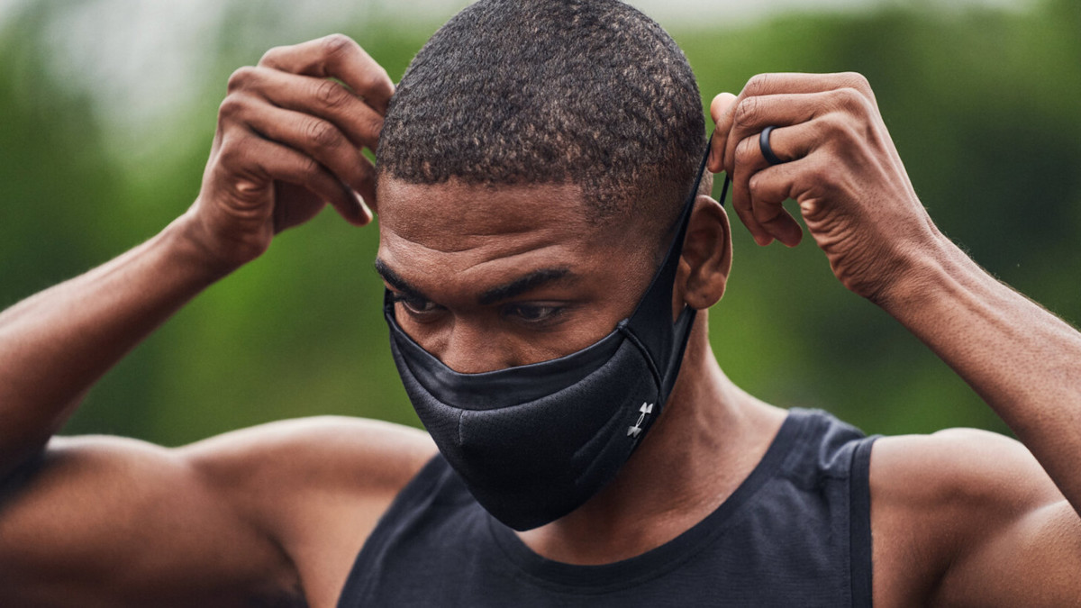 Under Armour Sportsmask Face Cover features antimicrobial treatment on the inside layer