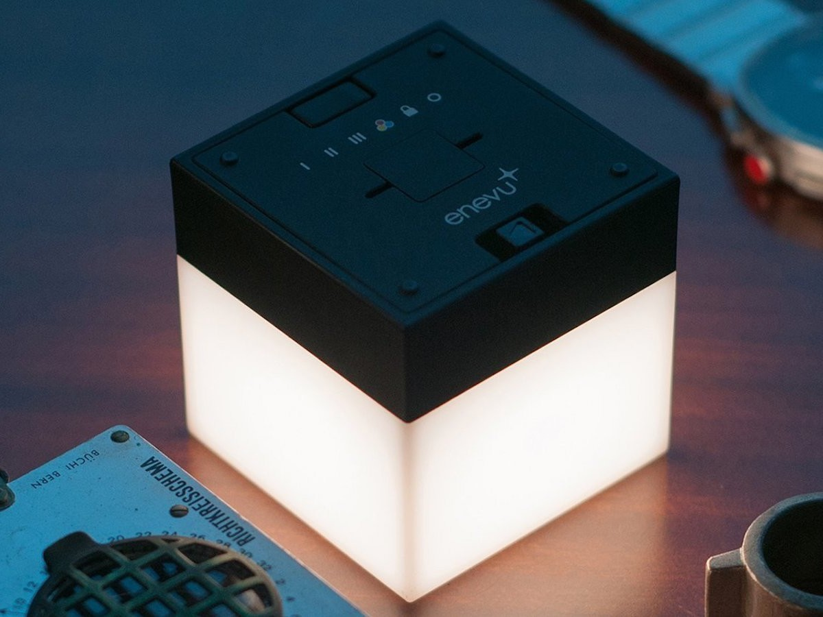 enevu CUBE Light Versatile LED Lamp is incredibly compact at 2″ Square