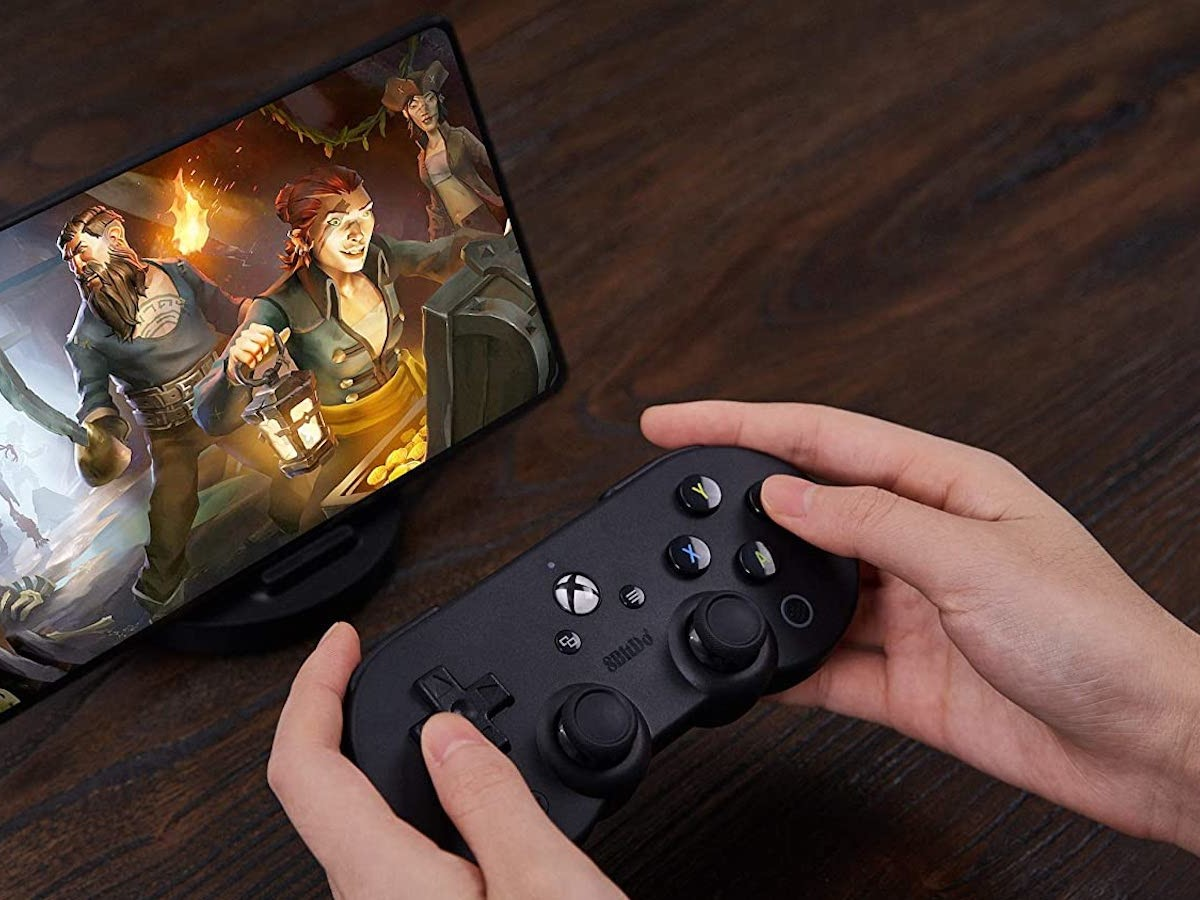 8Bitdo SN30 Pro Handheld Game Console turns your Android device to a mini Xbox