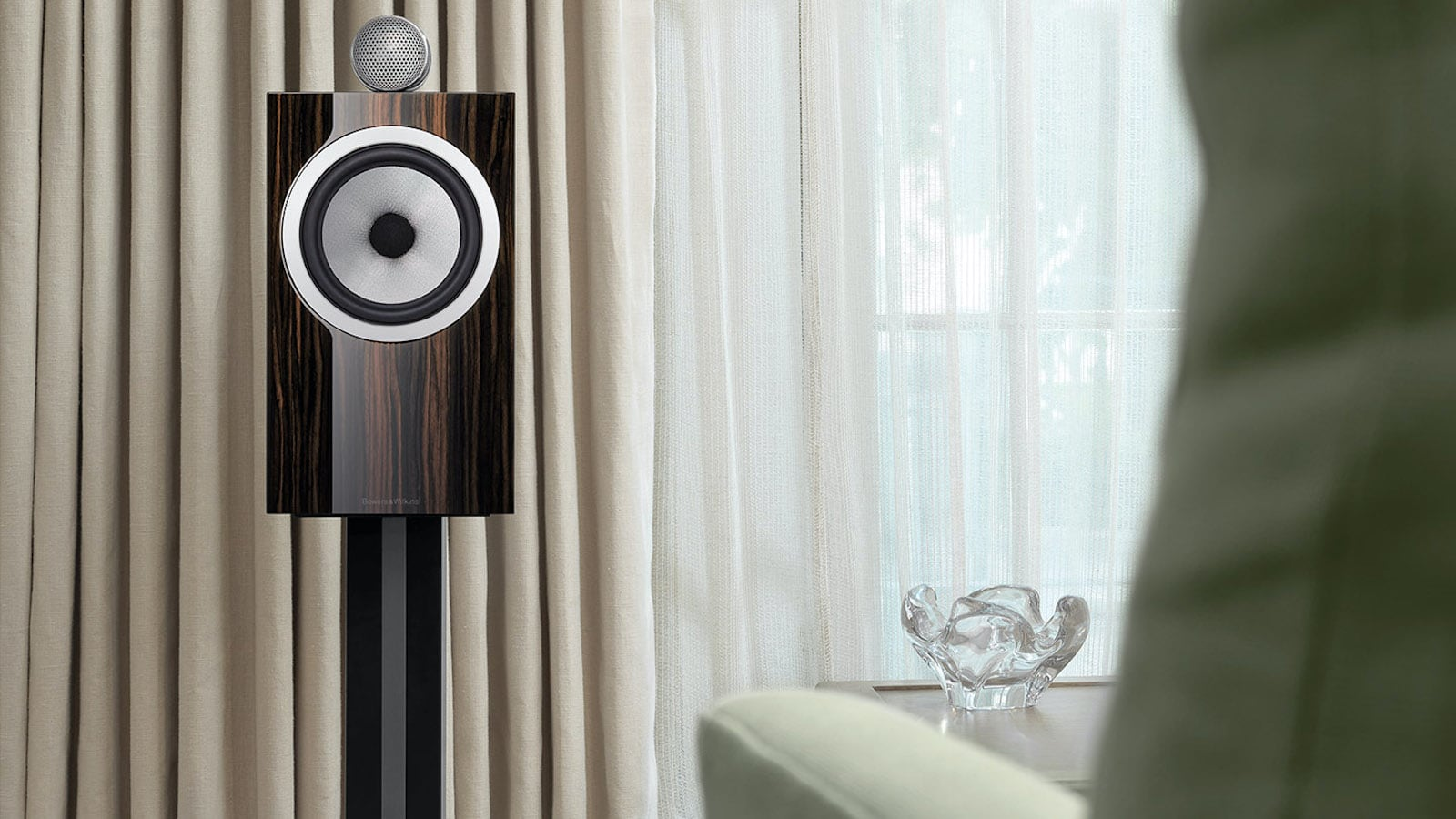 Bowers & Wilkins 705 Signature Standmount Speaker sounds just as good as it looks
