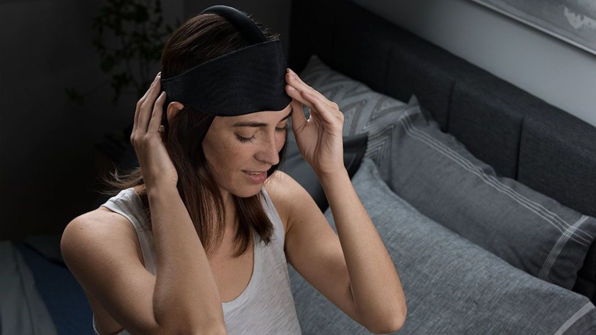 Ebb Therapeutics ComfortBand Sleep Eye Mask helps you to have a restful night