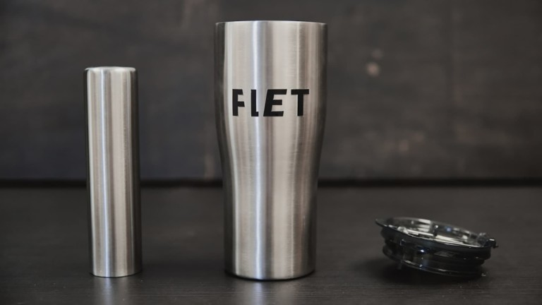 This drink tumbler keeps your drinks ice cold all day long