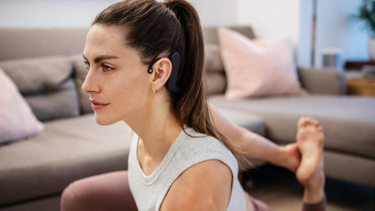 Feelmore Labs Cove stress regulating neckband helps you sleep better