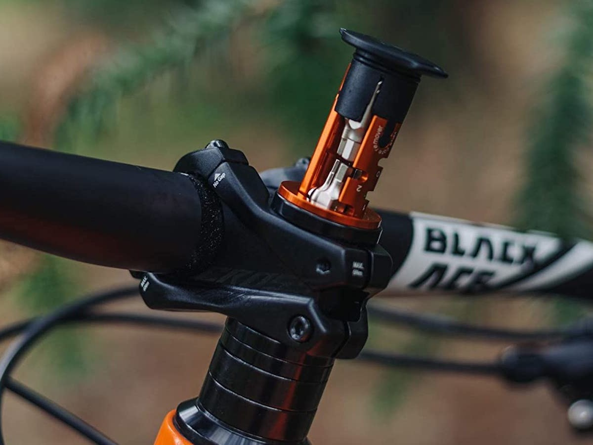 Granite Design Stash Multitool 8-Piece Bike Kit switches to different bike essentials