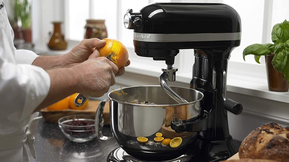 KitchenAid Pro 600 Series 6-Quart Bowl Lift Stand Mixer helps you with any kitchen task