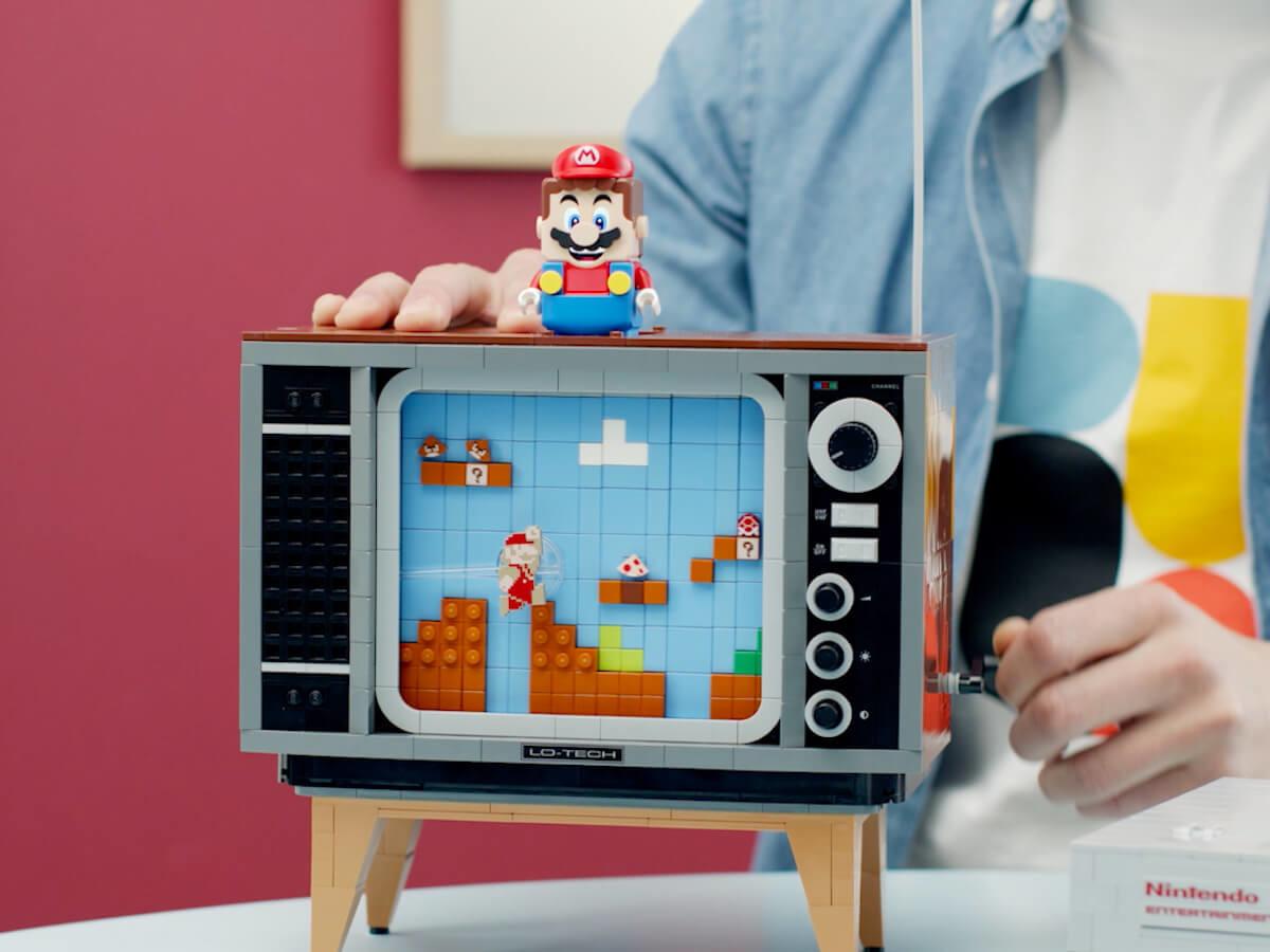 LEGO Nintendo Entertainment System Retro Mario Game lets you recreate the original version