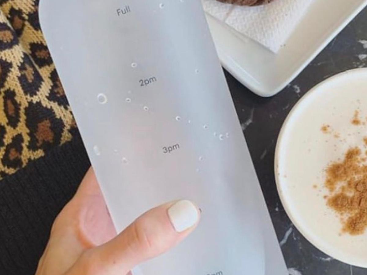 SHEGGS time indicator water bottle lets you track your water intake
