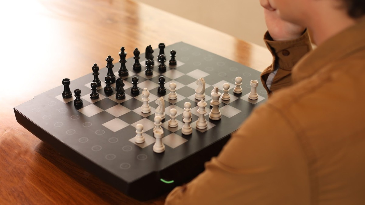 Square Off Swap Magical Chessboard has a built-in coaching feature